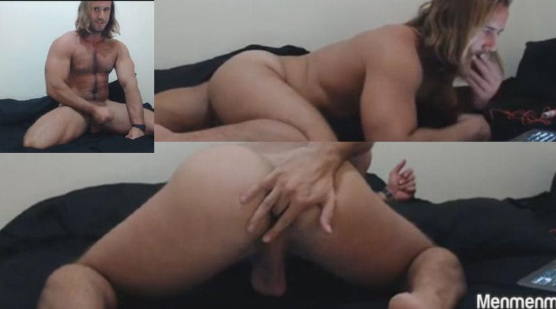 Loiro cabeludo na webcam