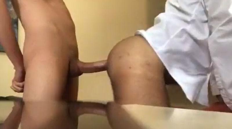 Dando para o macho no escritório