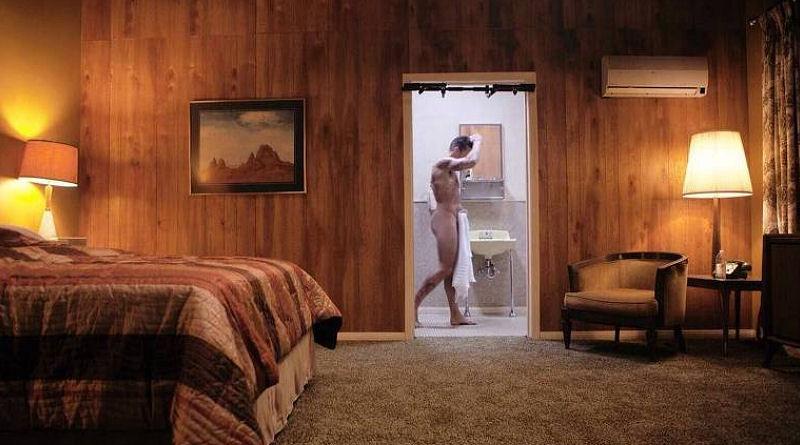 Ricky Martin é flagrado pelado no banheiro