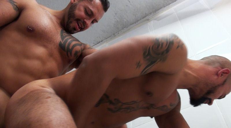 Viktor Rom faz bareback com Ciro Sinful