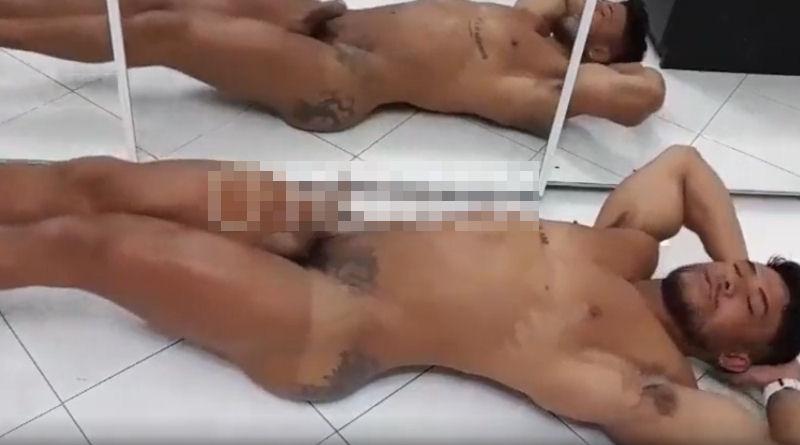 Diego Lauzen faz abdominal pelado