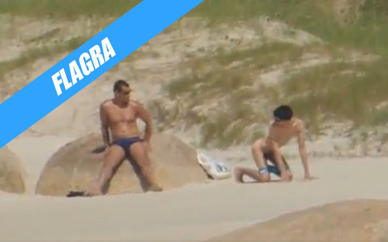 Agindo naturalmente quando vejo um macho na praia