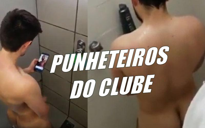 Caras batendo punheta no banheiro do clube