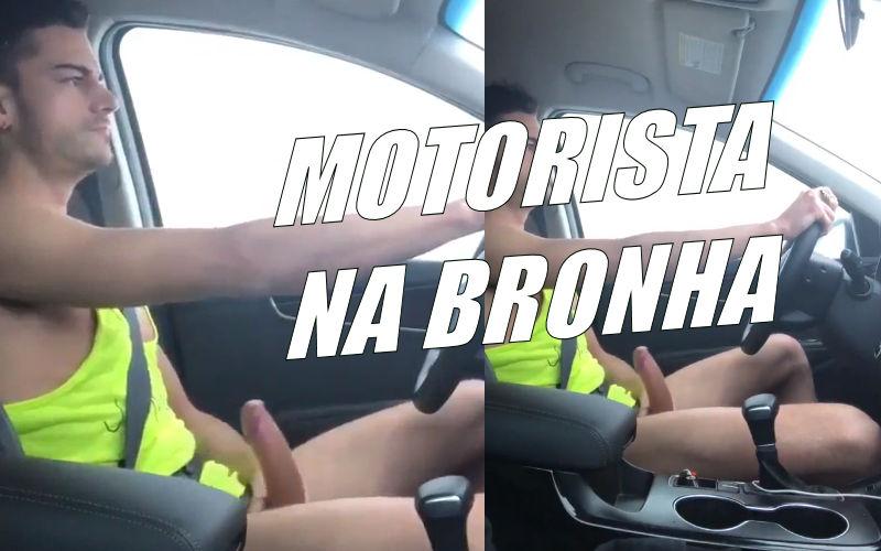 Motorista punheteiro batendo uma no carro