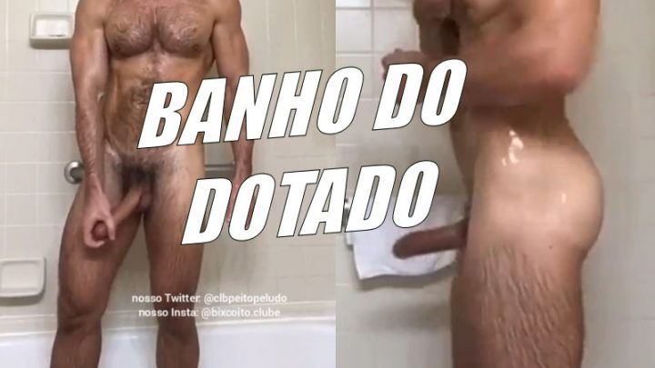 Dotado tomando um banho
