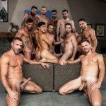 OMG! 11 machos em orgia com muito sexo!