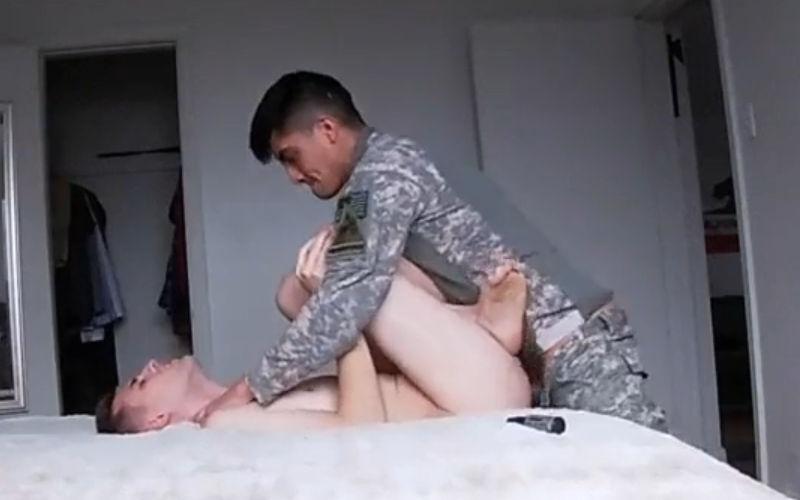 Namorado militar? Esse safado fodeu com um