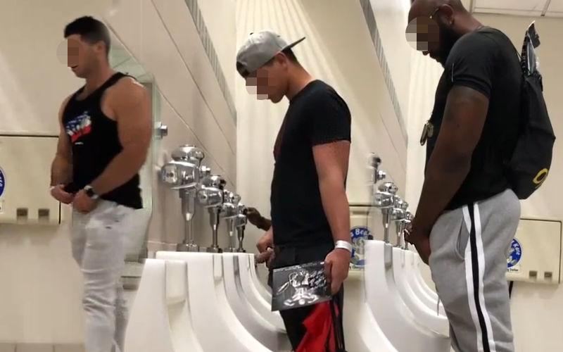 Flagra no banheiro do jogo, vários caras mijando