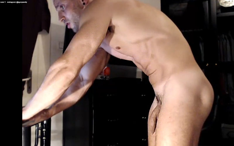 Macho gostosão gemendo na webcam