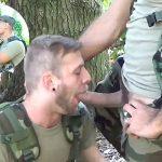 Soldado sendo putinha do amigo dotadão