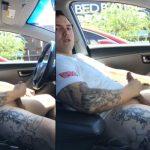 Uber tatuado dando aquela gozada gostosa