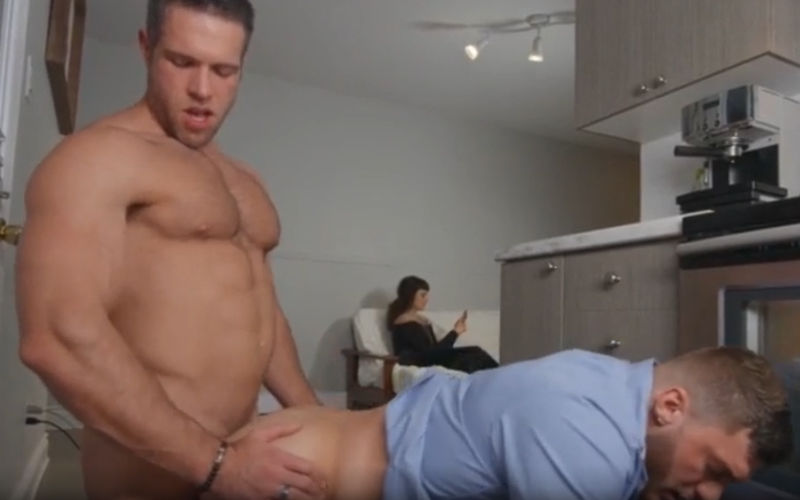 Alex Mecum come safado na frente da esposa