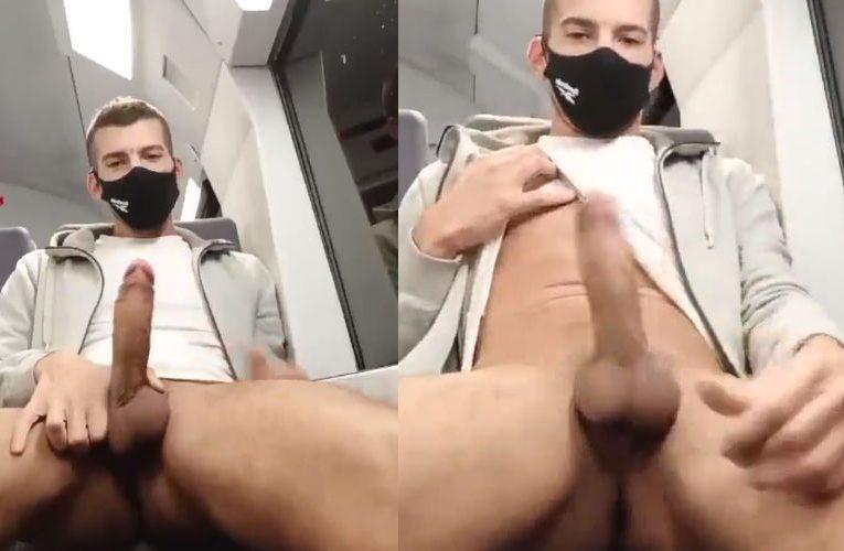 Batendo uma punheta no metrô