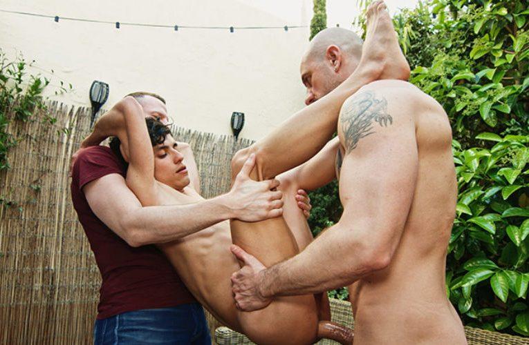 Joaquin dando o rabo para machão roludo